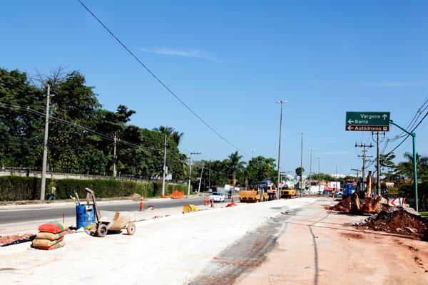 Obras de infra estrutura que estão sendo realizadas na Estrada dos Bandeirantes