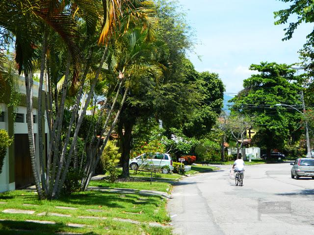 Estrada da Uruçanga onde se encontram vários condomínios da Freguesia